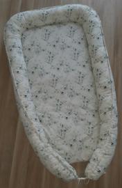 Babynestje katoen eucalyptus boeket off-white/groentinten