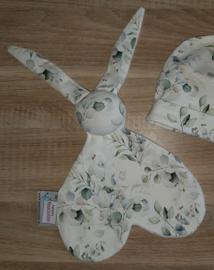 Knuffelkonijn eucalyptus boeket off-white/groentinten