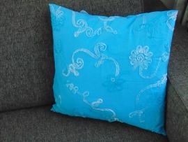 (V) Kussenhoes met opgestikte slinger 50 x 50 cm turquoise