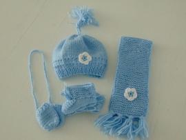 (V) Wintersetje voor de pop lichtblauw/wit