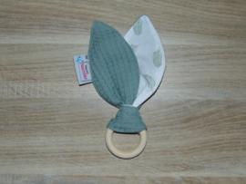 Houten ring konijnenoren/piepje wafelkatoen/katoen veertjes mint