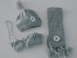 (V) Wintersetje voor de pop grijs/wit