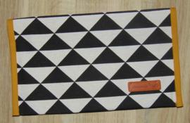 Luiermapje triangle zwart/off-white - uni katoen