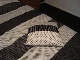 (V) Dekbedovertrek balletjes/stipjes/bloemetjes zwart/wit 140 x 200 cm