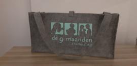 Vilten tas voor babyweegschaal met bedrukking grijs/mint