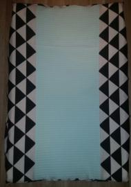 (V) Aankleedkussenhoes geometrische print zwart/wit/mint