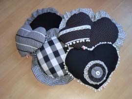 Kussen hart (groot) zwart-wit