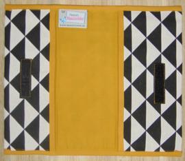 (V) Luiermapje triangle zwart/off-white - uni katoen okergeel