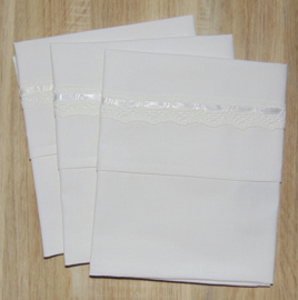 (V) Lakentje 50 x 50 cm uni wit met kant