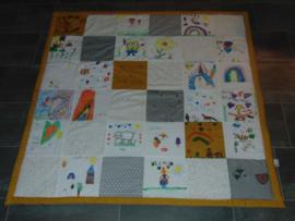 Speelkleed patchwork/ tekeningen oker/grijs