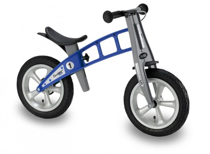 De kunststof Firstbike loopfietsen voor scholen.