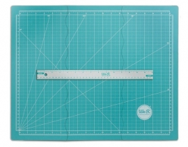 146407  We R Memory Keepers Tri-Fold Magnetic Mat