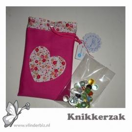Knikkerzak roze met hartje in bloemetjes