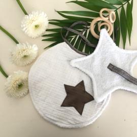 Cadeaupakket slab rond en speendoekje wit met ster