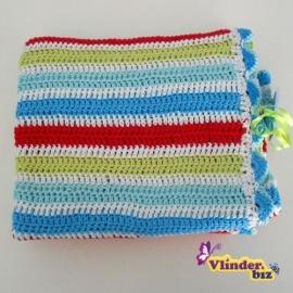 Gehaakt dekentje rood, lime, aquablauw en wit