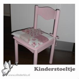 Kinderstoeltje  lichtroze wit