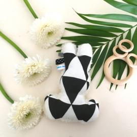 Piepkonijn zwart wit driehoekjes