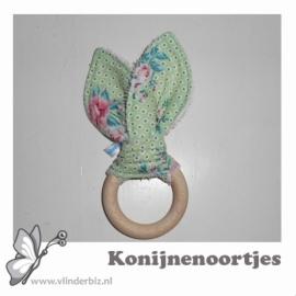 Konijnenoortjes roze badstof, groene bloemetjes