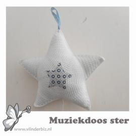 Muziekdoos ster gehaakt wit, lichtblauw en beige