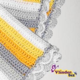 Gehaakt dekentje geel, grijs en wit