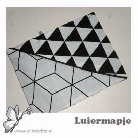 Luiermapje zwart wit driehoek lijnenspel