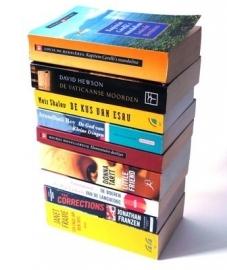 DIKKE BOEKEN VANAF € 4,50 Verwen u zelf met een doos vol boeken
