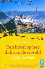 Een hotel op het dak van de wereld, Alec Le Suer