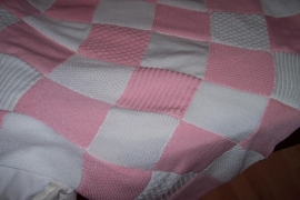 Handgebreide plaid in rose/wit