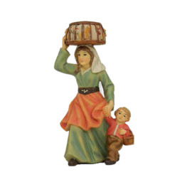 Kg9-7.14 Vrouw met mand kippen en kindje