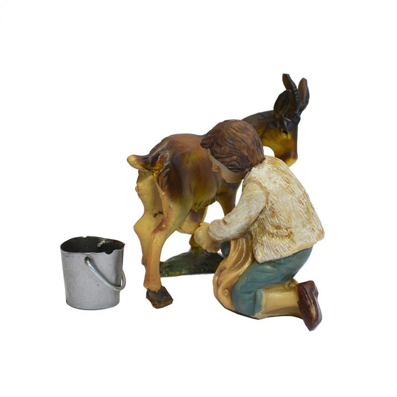 Kg11-3.03 Jongen melkt geit