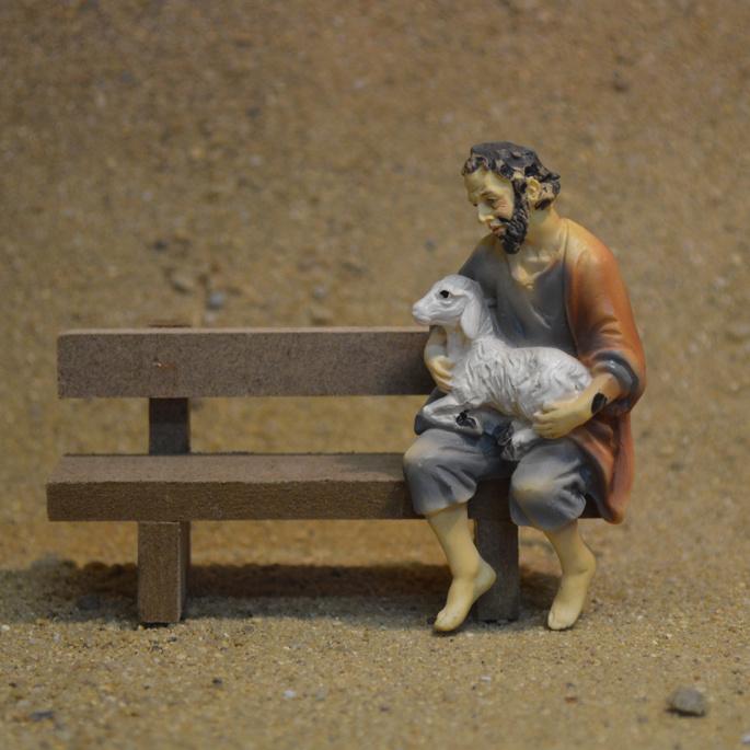 Kg9-02.11  Herder met schaap op schoot