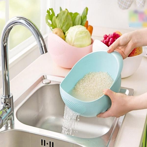 plastic vergiet  zeef  voor groenten rijst