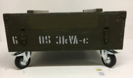 Kist groen groot op grote wielen (salontafel) (no. 255)