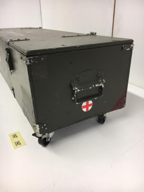 Kist Op Wielen.4411 Kist Op Wielen Rode Kruis 112x34x31cm No 147