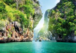 Fotobehang Tropisch Meer met Rotswanden