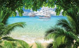 Fotobehang Uitzicht op Tropisch Strand en Zeilschip