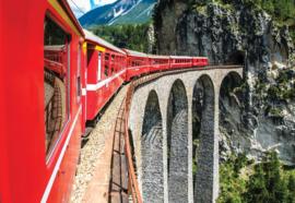 Fotobehang Trein door de bergen