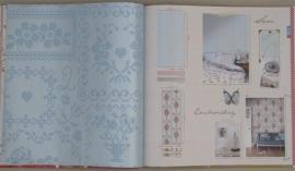 Eijffinger Pip Studio behang  386002 Cross Stitch Blauw