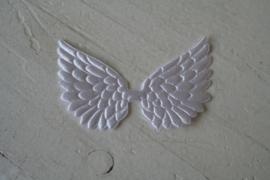 Vleugels wit satijn