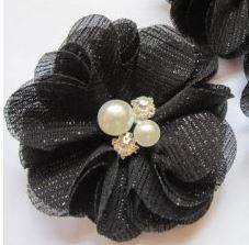 Bloem glitter chiffon met parels & strass zwart 5cm