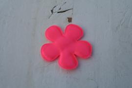 Satijnen applicatie bloem shoking neon pink(z8) satijn 4.7 cm