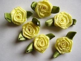 Roosjes met blad geel 3 cm