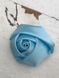 Bloem satijn roos licht blauw