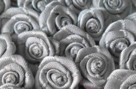 Roosjes zilver grijs 1,5cm