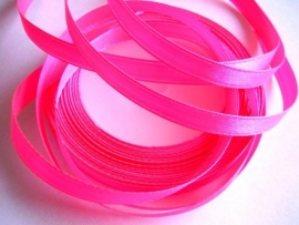 SB011 Satijnband fluor roze 6 mm