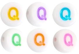Letterkraal van acryl letter Q Multicolor-Wit