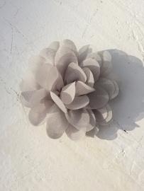 Chiffon bloem zilver grijs 7cm