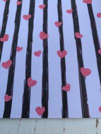 Leer hartjes roze met zwarte streep