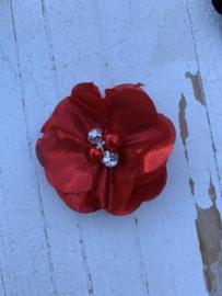 Bloem chiffon met parels & strass metalic rood