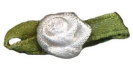 Roosje satijn wit op blad 10 x 30 mm (B)